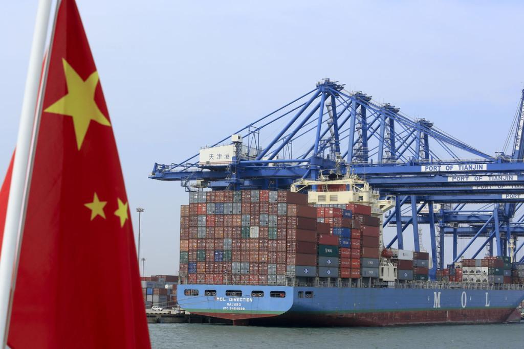 Объем экспортно-импортной торговли Китая в 2015 году опустился на 7%  (1)