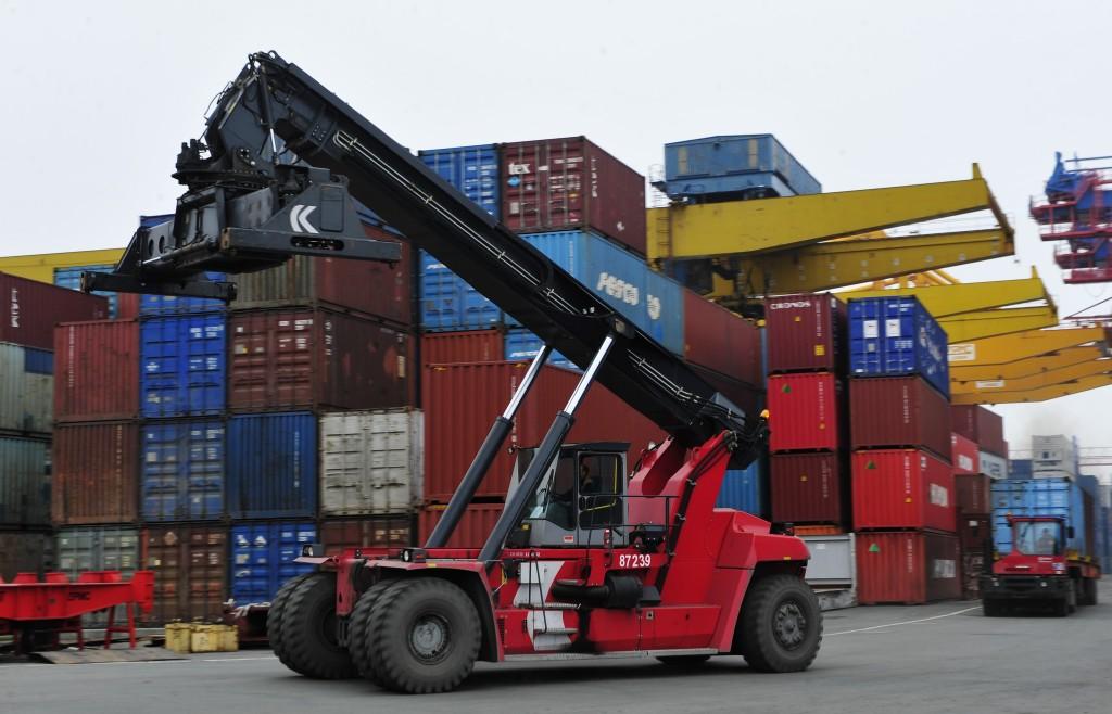 Объем экспортно-импортной торговли Китая в 2015 году опустился на 7%  (2)